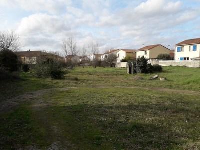 Terrain à bâtir, 692 m²